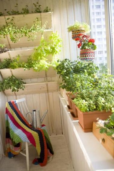 Оригинальный дизайн балкона. применение натуральных материал.