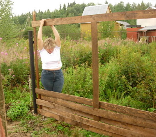 как делать ограду досками также Непосредственное