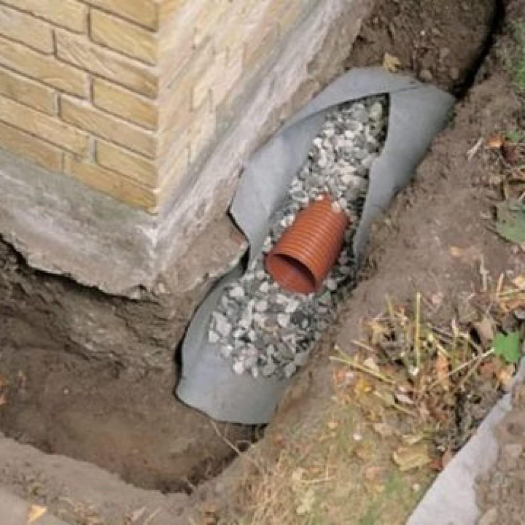 Как правильно сделать дренажную трубу вокруг дома