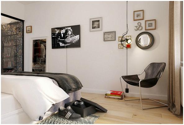 Kühle Glastüren Verbergen Einen Geräumigen Schrank, Während Die Beleuchtung  Im Schlafzimmer Und Die Natürliche Belüftung Für Frische Sorgen.