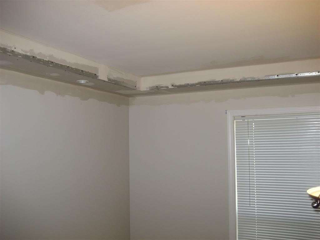 Kitt für Wände aus Gipskartonplatten. Schleifen von Nähten und Ecken ...